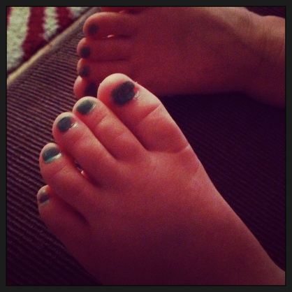 bwue toes
