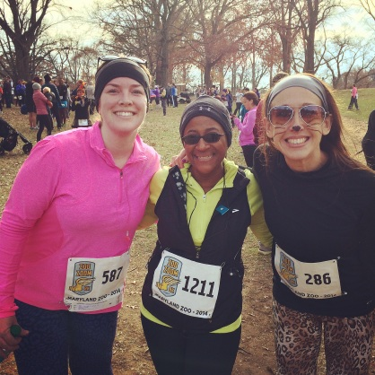 Sara (Sweaty Mess Mama), Mar (Mar on the Run) and me post-race!